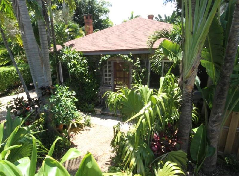 FRONT View and Courtyard - Old Florida merged with Indonesian Gardens - MINI RESORT!  1-Bedroom Chalet IS available - Fort Lauderdale - rentals