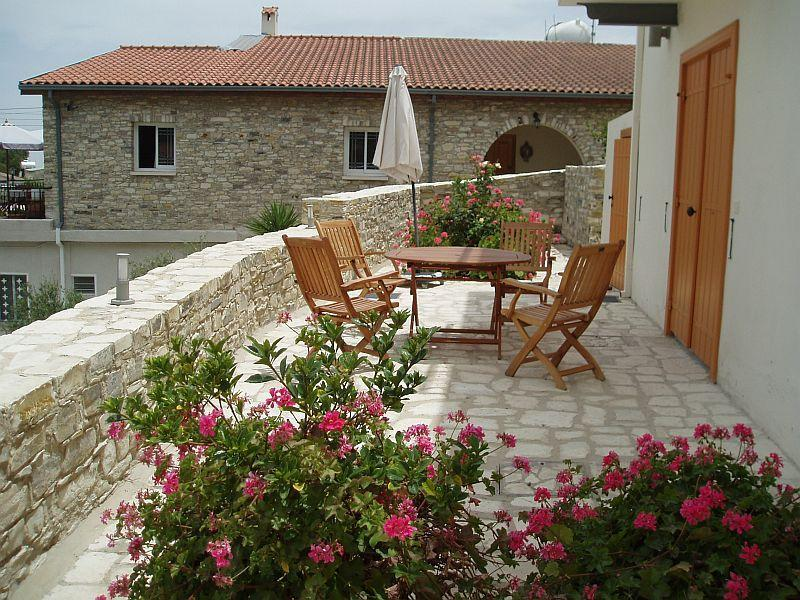 Aunt Maria\'s East Apt. patio - Aunt Maria's  in Lefkara, Larnaca - Lefkara - rentals