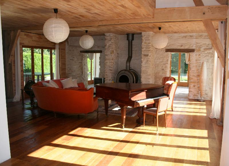 Liptrap sitting room - Pamoja, 2 lovely houses by a lake for up to 30 pers! - Chemillé-sur-Indrois - rentals