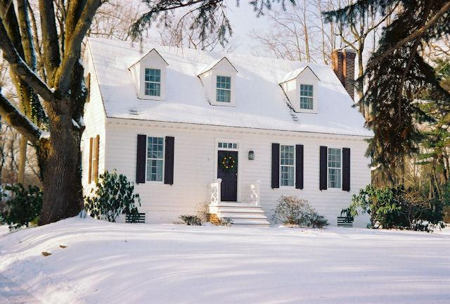 The Cottage in winter under a blanket of snow. - Romantic Getaway Cottage with Fireplace/River View - Yardley - rentals