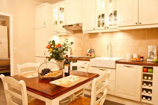 Welcome Home to Le Jardin du Marais - Quiet Vacation Rental with Free Wifi in Paris - Paris - rentals
