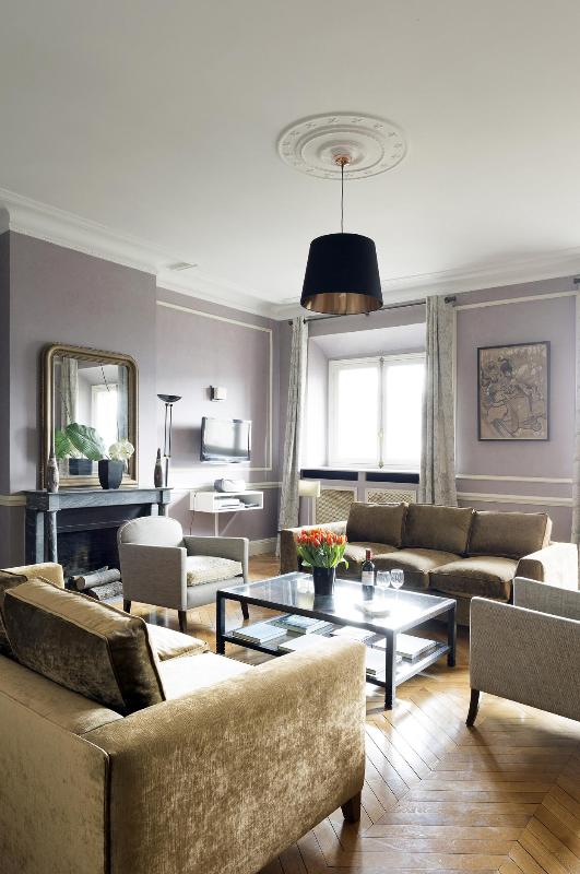 View of the Living Room - Palais Royal Luxury Two Bedroom - Paris - rentals