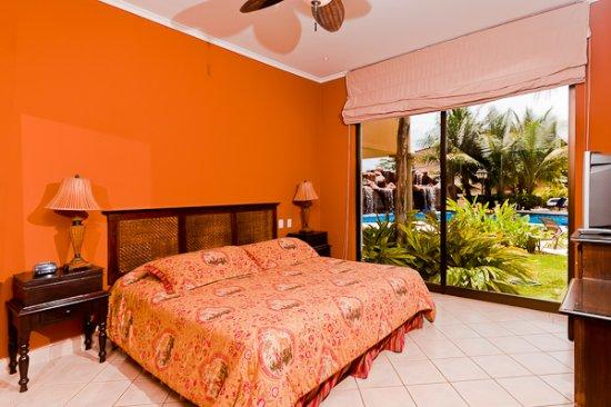 Beautiful and Comfortable Two Bedroom Condo with Direct Access to the Pool - Image 1 - Tamarindo - rentals