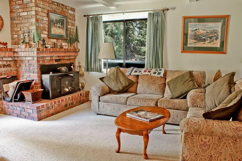 Tahoe Vista Home w/hot tub, slps 8, close to beach - Image 1 - Tahoe Vista - rentals