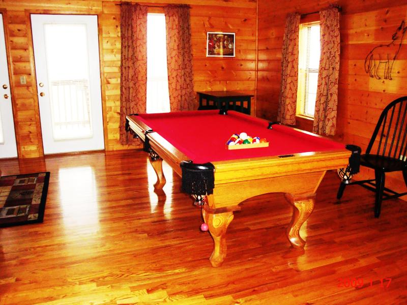 Large Game Room,Pool Table,Air Hockey,PS3/Games - 2 FREE Dollywood Tickets ,WIFI,Yr Rd Heated Pool - Pigeon Forge - rentals