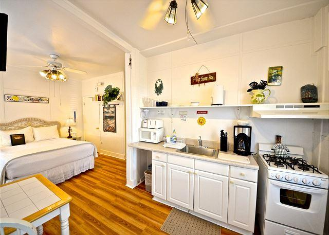Hibiscus Suite - Private Parking - Perfect Location - Image 1 - Key West - rentals
