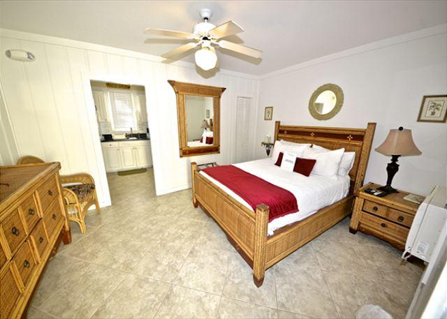 "Front Room Of Unit has Flat Screen TV, Queen Bed, Seating Area a - ""TRUMAN SUITE"" 1 Block To Duval St. Great KW Deal. - Key West - rentals"