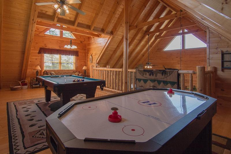 Loft Game Room/Air Hockey,Pool Table,PS3/Games,Movies - Awesome Views 2 Pools, Wifi,Mini-Golf ,Hot Tub, Pool Table, Air Hockey, PS2, - Pigeon Forge - rentals
