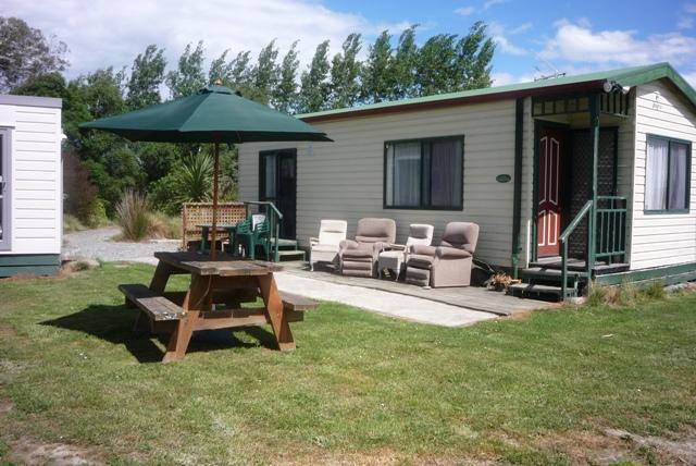 Aoraki Cottage + Blue family cabin on left - Aoraki Cottage B&B / Adventure Farmstay - Geraldine - rentals