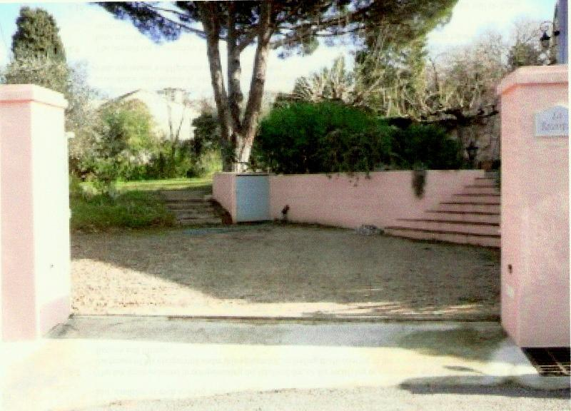 secure off street parking - Beautiful garden appartment in heart of St Tropez - Saint-Tropez - rentals