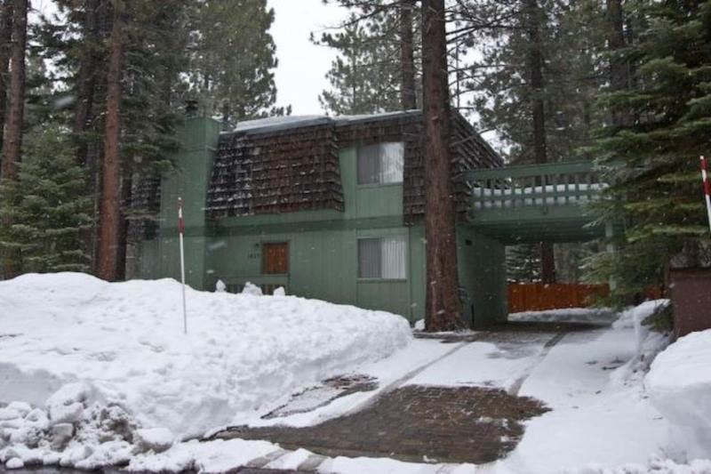1823 Hunkpapa Cabin + Pool Table - Image 1 - South Lake Tahoe - rentals