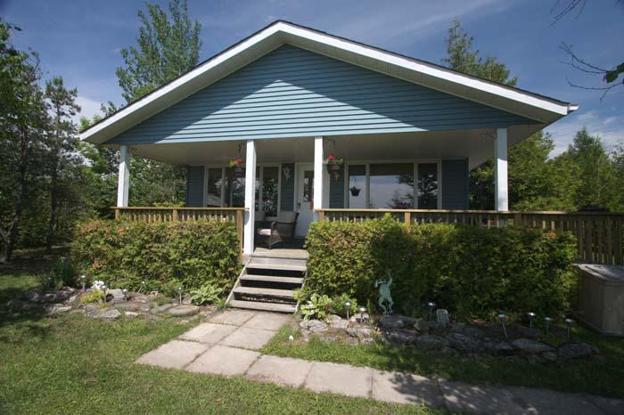 Huron Hideaway cottage (#587) - Image 1 - Sauble Beach - rentals