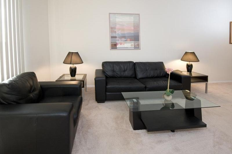600 South Curson Living Room - Luxury Corporate One Bed Apartment (30 day min) - Los Angeles - rentals