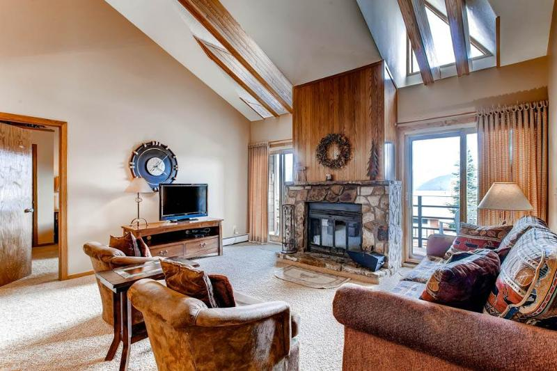 3 BR/2BA condo, mountain hideaway for 8,top floor unit with elevator access, great views - Image 1 - Silverthorne - rentals