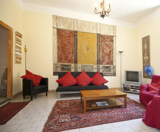 Living Room - Provence 3 Bedroom, 1.5 Bath Terrace on Rhone - Beaucaire - rentals