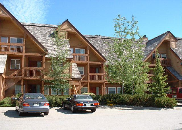 Upgraded 3 bedroom townhouse, Chateau Whistler Golf Course, free internet - Image 1 - Whistler - rentals