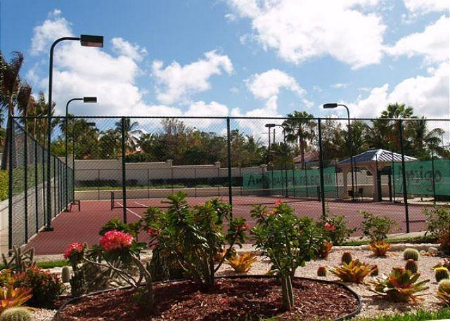 Tennis court - The Cliff at Cupecoy 10th Floor *MA10* , Stay 7 pay 6 starting at $755.00 US - Saint Martin-Sint Maarten - rentals