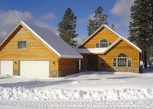Exterior - Winter - Awesome Cabin in Roslyn Ridge! 3BR/2.5BA, Hot Tub, Pickleball Court, Specials - Roslyn - rentals