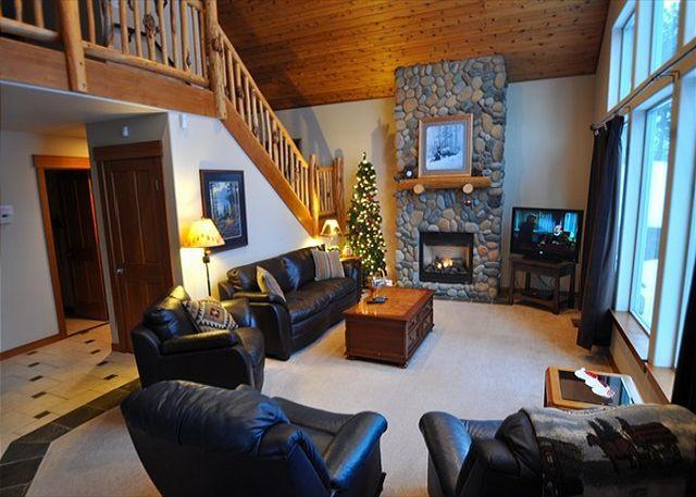 Living Room - Upscale Cabin in Roslyn Ridge *Summer Specials* 3BR/2BA, WiFi! - Roslyn - rentals