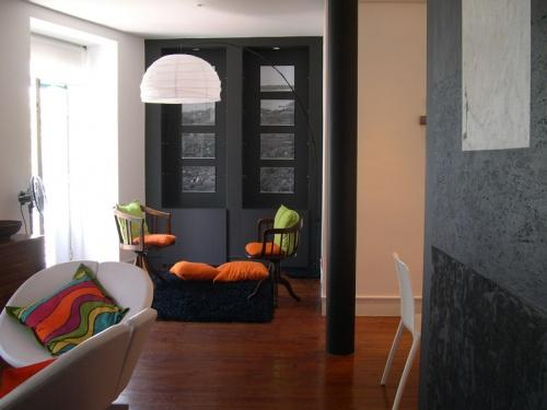 Apartment in Lisbon 84 - Chiado/Bairro Alto - managed by travelingtolisbon - Image 1 - Lisbon - rentals