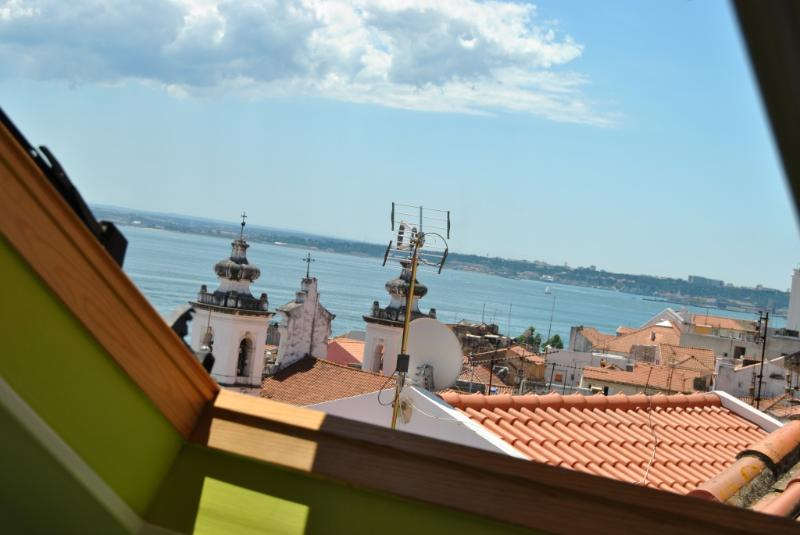 Apartment in Lisbon 99 - Alfama - managed by travelingtolisbon - Image 1 - Lisbon - rentals