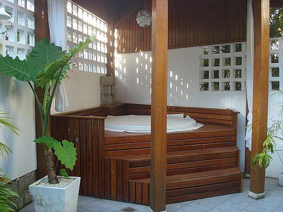 Private Hot Tub in Back Yard - Praia Mole Beach House with Hot Tub, WiFi & AC - Florianopolis - rentals