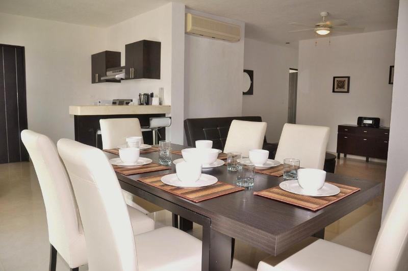 Pelicanos Vacation Rental Dining Area - P211 - Poolside 2 bedroom in tranquil complex - Playa del Carmen - rentals