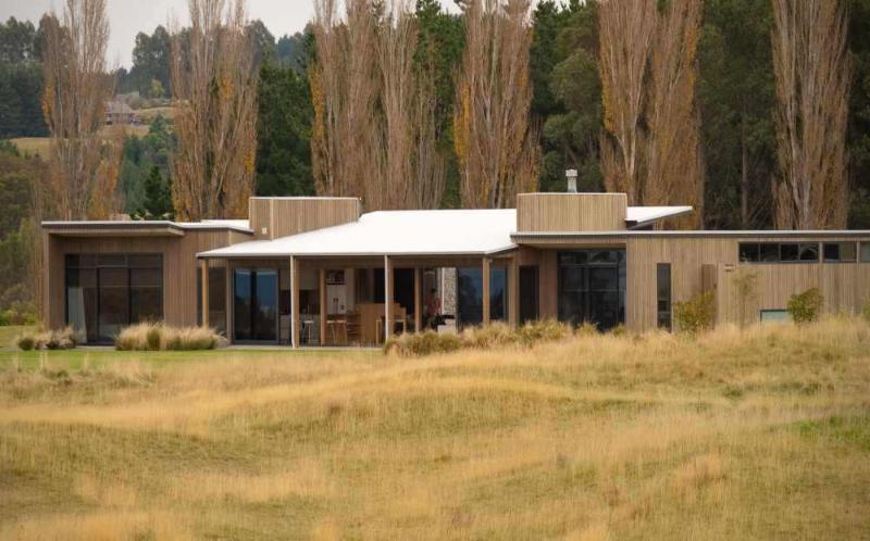 Contemporary 4 bedroom home sits proudly beside the Jack Nicklaus Kinloch Golf Club. - Contemporary Architecture, Lake Views and a Sky full of Stars... - Taupo - rentals