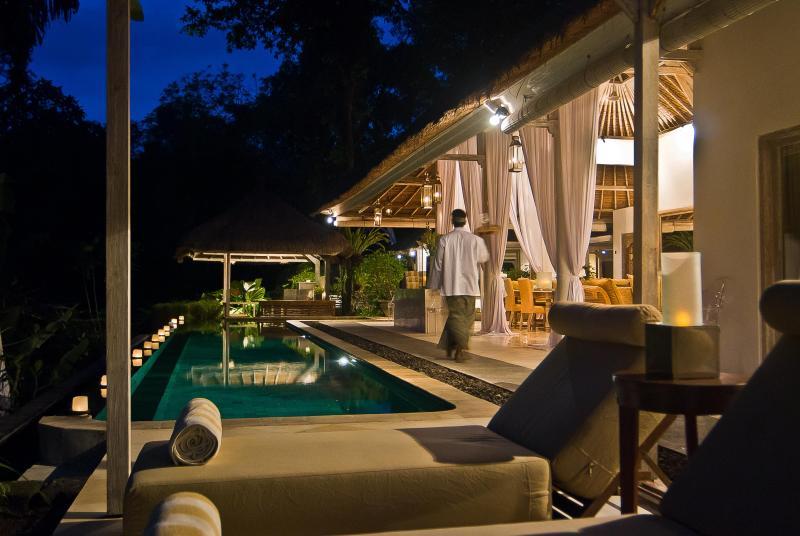 SUNGAI pool deck to bar bale - SUNGAI+GOLD luxury private villas Bali [1-6 rooms] - Canggu - rentals