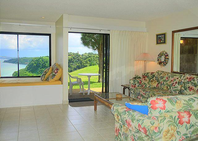 Sealodge J2: Oceanfront views all the way to the lighthouse! Ground floor 1br - Image 1 - Princeville - rentals