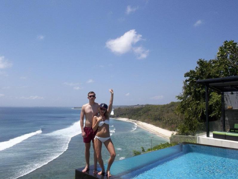 Suluban Cliff Villa infinity pool edge and aerial oceanview - Oceanfront Clifftop Suluban Cliff  Bali Villa - Bali - rentals