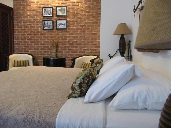 Charming brick wall & lavish king size bed - Charming Boutique Studio in colonial CASCO VIEJO - Panama City - rentals