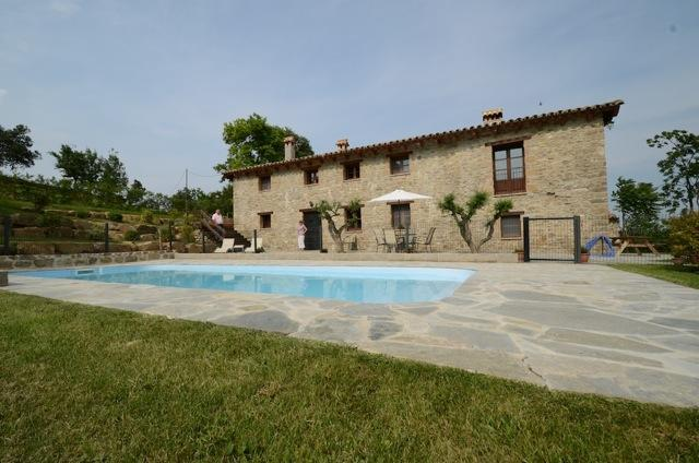 enclosed pool area - Holiday house to rent, La Garrotxa - Mas Planella. - Catalonia - rentals
