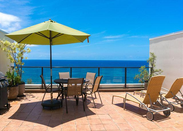 Private lanai with barbecue and dining area - PuuPoa 309: 2br/2ba,oceanfront luxury, with Bali Hai views, huge lanais, pool - Princeville - rentals
