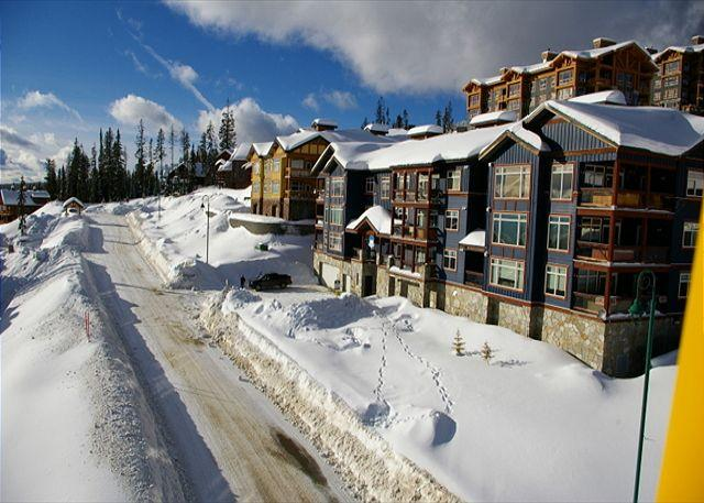 Glacier Lodge 103 - Glacier Lodge 103  Whitehorse Location in Big White Sleeps 5 - Big White - rentals