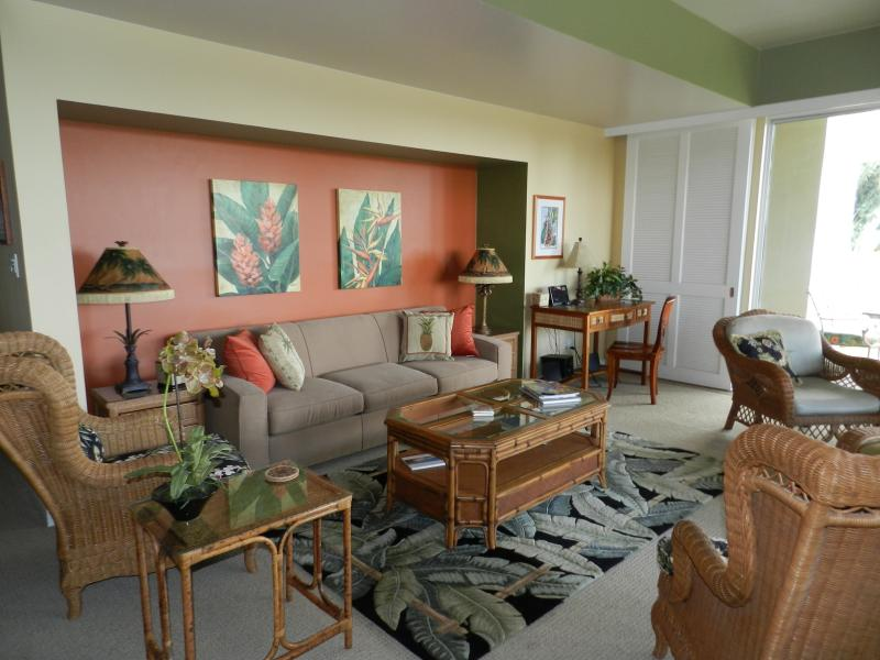 Living room - Flat Screen TV - desk - stereo and large wrap around lanai - Ocean View Condo 2 BDRM 3 Bath - New Spa Bathrooms - Waikoloa - rentals