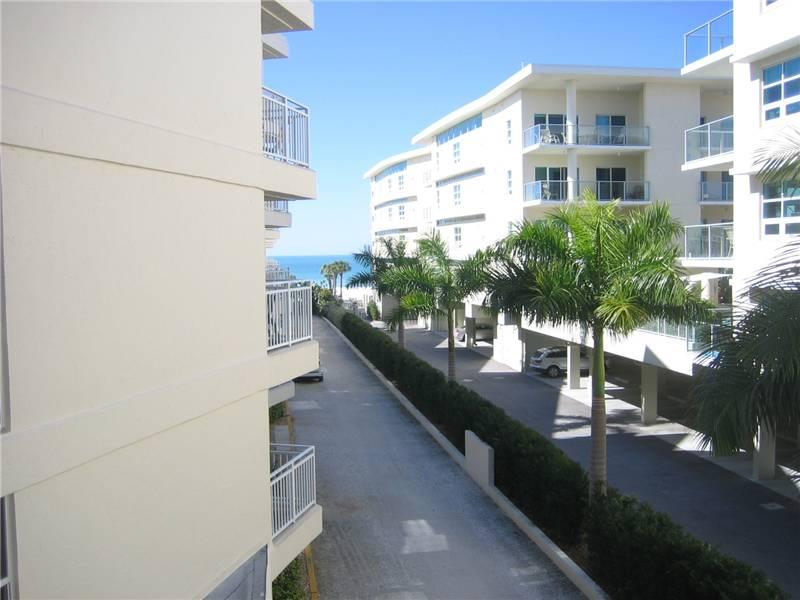 Charming Gulf side 2BR with 2 TVs, DVD/CD #302GS - Image 1 - Sarasota - rentals