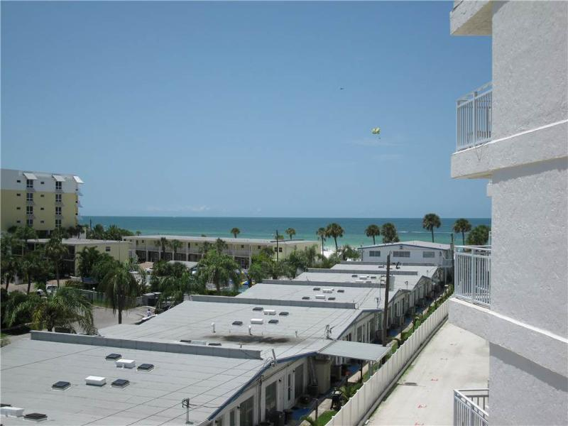 Delightful Gulf Side 2BR with TV/DVD, seats 6 #401GS - Image 1 - Sarasota - rentals