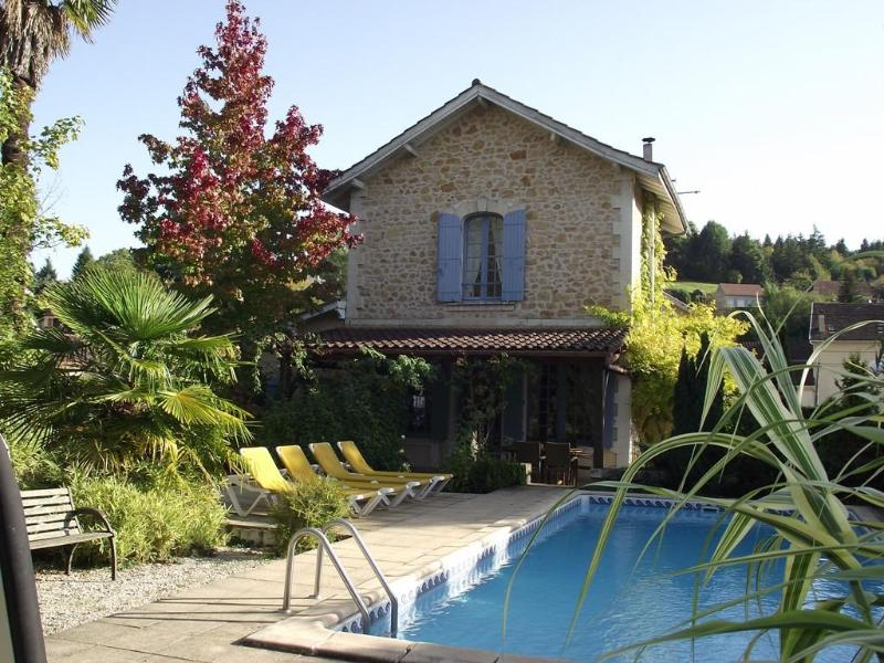 TRANQUIL CENTRAL SARLAT PRIVATE POOL LARGE GARDEN  PARKING 3 BEDS 3 ENSUITES 2 MIN WALK TO SHOPS - IN SARLAT+POOL+PARKING+WIFI+WALK TO MARKETS+CAFES - Sarlat-la-Canéda - rentals