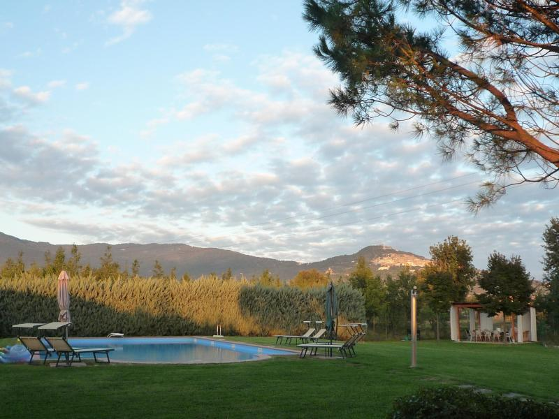 The yard with the pool, pergola and Cortona on the hillside in the distance. - Casa bel Posto, 3 bd 2 bath farmhouse apartment w/large pool! - Cortona - rentals