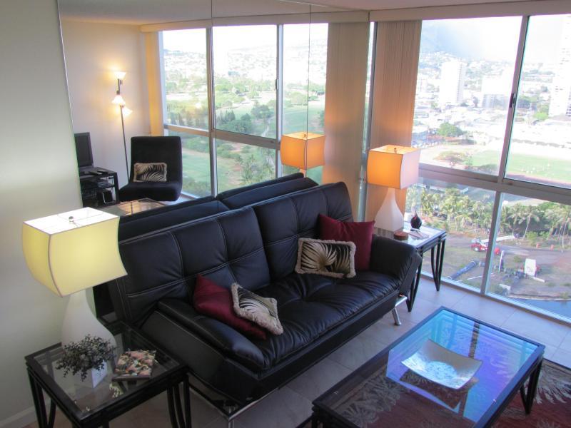 livingroom - Waikiki Beaches and Waikiki night life awaits you! - Honolulu - rentals