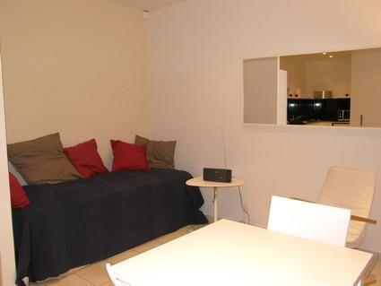 Cute Studio Apartment at Rue Pelleport - Image 1 - Paris - rentals
