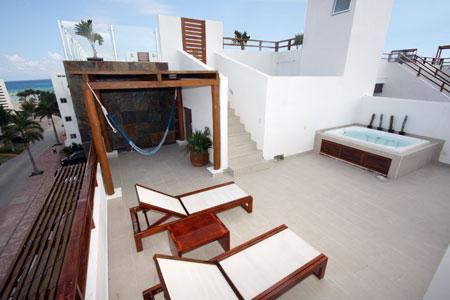 Private Rooftop Terrace with Jacuzzi, Hammock, Lounge Chairs, Pool Access and Partial Ocean View - Steps to the Enchanting Turquoise Water - Turquesa - Playa del Carmen - rentals
