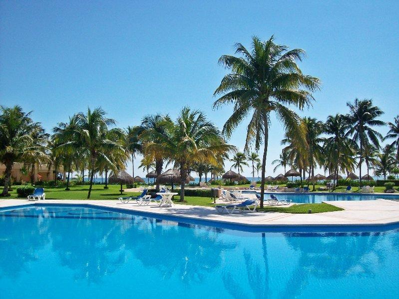Villas del Mar pool - On the sandy beach VDM Condo D202 - Puerto Aventuras - rentals