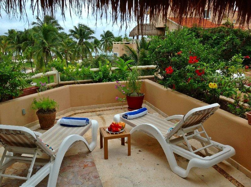 Private terrace overlooks the beach and pool - Casa Amanecer sweeping beach Villas del Mar - Puerto Aventuras - rentals