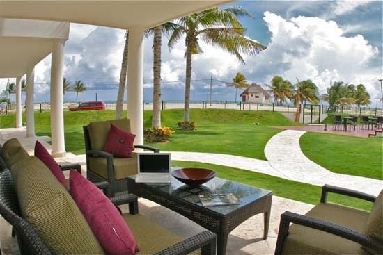 Ground Floor Home by the Great Beach - Image 1 - Playa del Carmen - rentals