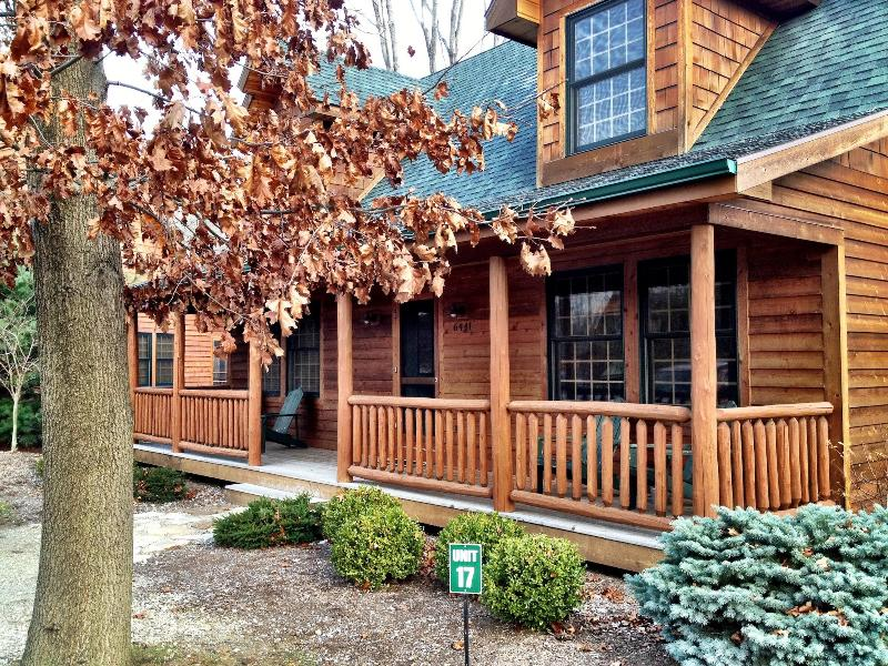 Our cabin in the woods! Rustic and luxurious at the same time! Come play! - Cozy Kingfisher Cove Cabin - Discounts thru 3/25! - Saugatuck - rentals