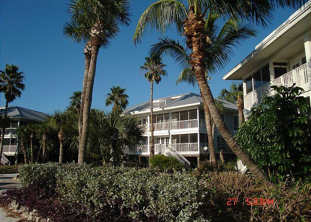 Exterior and Gardens - Relaxing Ocean Front Villa- Screened Porch, Full Kitchen, Laundry, Cable TV - Placida - rentals