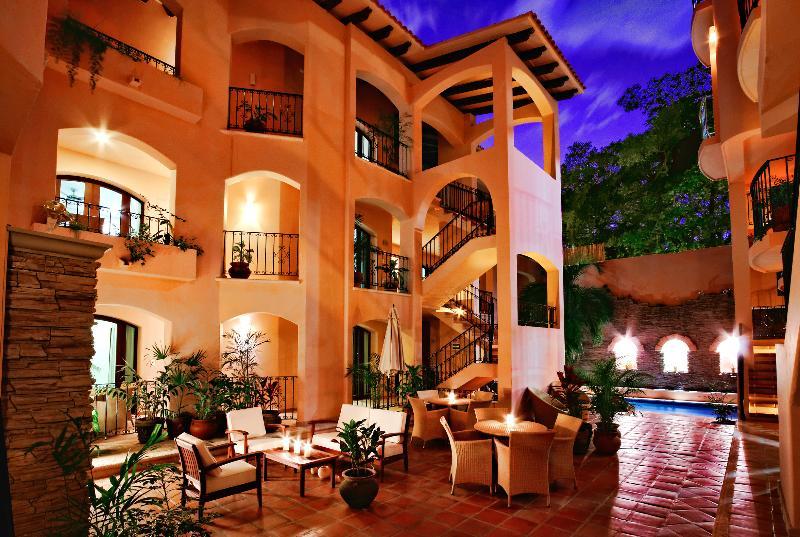 Acanto Hotel and Suites 1,2,3 bedroom Suites - Image 1 - Playa del Carmen - rentals