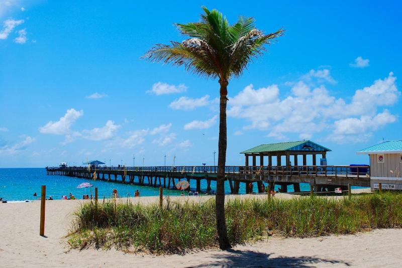 Picturesque Lauderdale by the Sea Beach w/ Observation & Fishing Pier Less Than Two Blocks Away - 5 STAR NEW 4BR/4BA HEATED POOL HOME 2 BLK TO BCH! - Lauderdale by the Sea - rentals